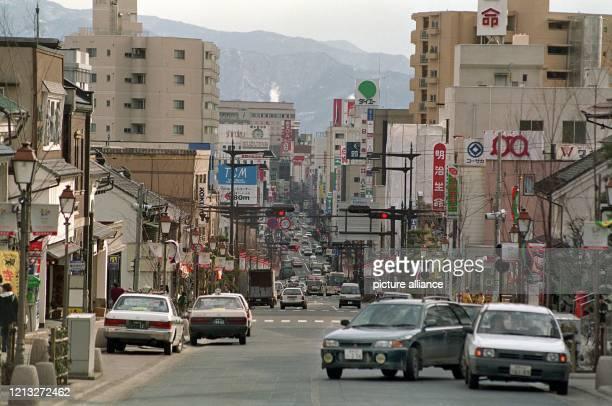 Die Chuodori Avenue ist eine der Hauptstraßen der Olympiastadt Nagano Die etwa 250 Kilometer nordwestlich von Tokio liegende japanische Stadt ist vom...