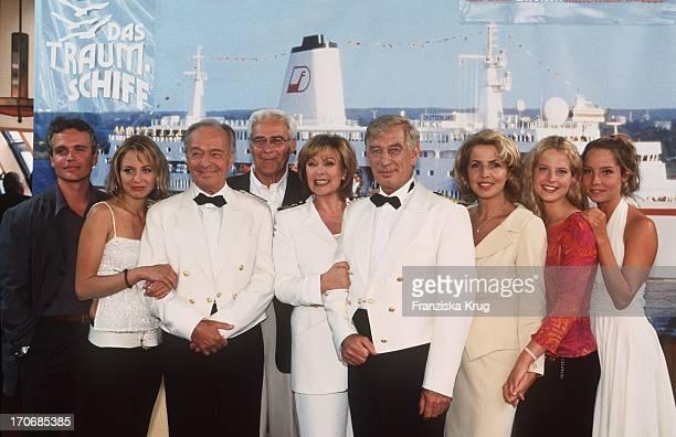 Die Crew Von Das Traumschiff Feiert 20 Jähriges Jubiläum Im Hotel Hafen Hh In Hamburg Am 060801 Alexander Wussow Julia Thurnau Horst Naumann Karl...