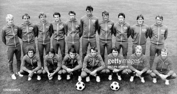 Die DDRFußballOlympiamannschaft aufgenommen am in Moskau die wenige später in das Finale des Olympischen Turniers einzieht und am Ende die...
