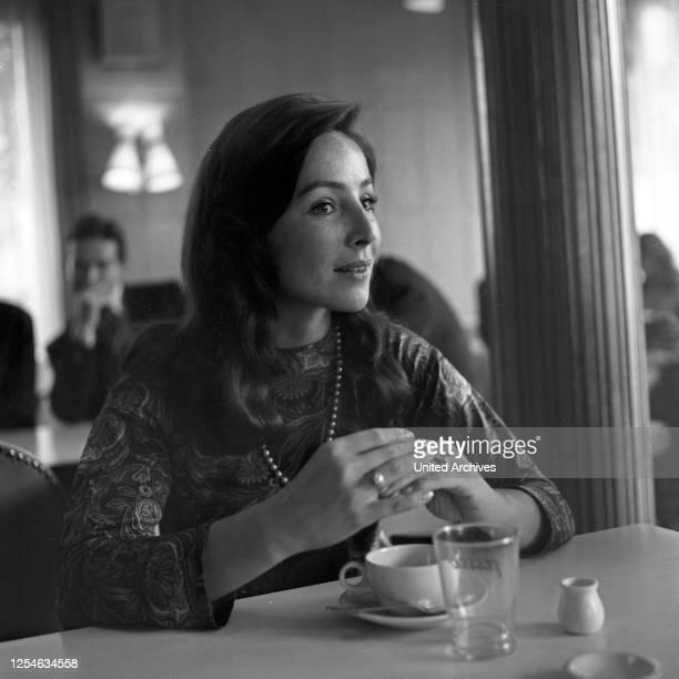 Die deutsche Schauspielerin Alwy Becker in Hamburg, Deutschland 1960er Jahre.