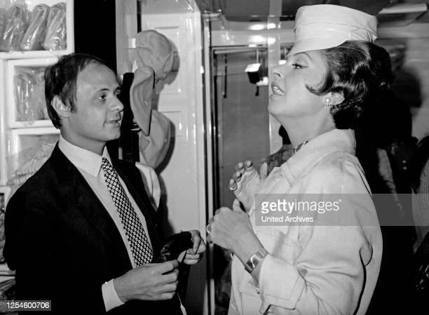 Die deutsche Schauspielerin Nadja Tiller bei ihrem italienischen Lieblingsfriseur Meister Filippo, Italien 1960er Jahre.
