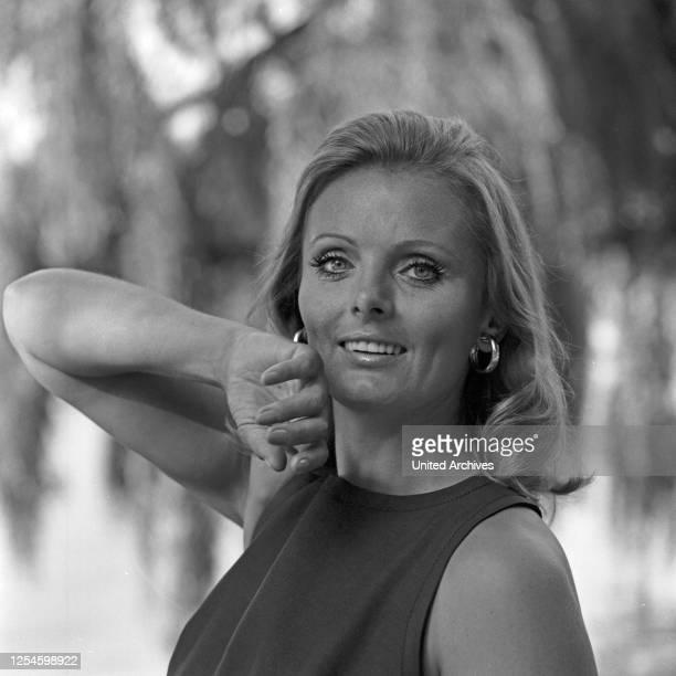 Die deutsche Schauspielerin Ruth Maria Kubitschek, Ende 1960er Jahre.