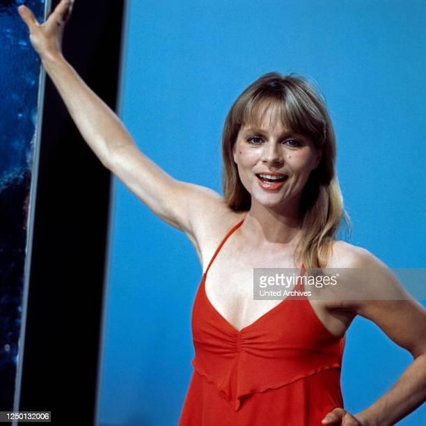 Die deutsche Schauspielerin und Sängerin Cornelia Froboess in der Unterhaltungsshow Hallo Peter Deutschland 1970er Jahre