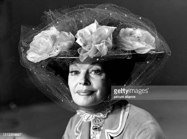 Die deutsche Schauspielerin und Sängerin Margot Hielscher wird am 85 Jahre alt Die 1919 in BerlinCharlottenburg geborene Tochter eines Bankkaufmannes...