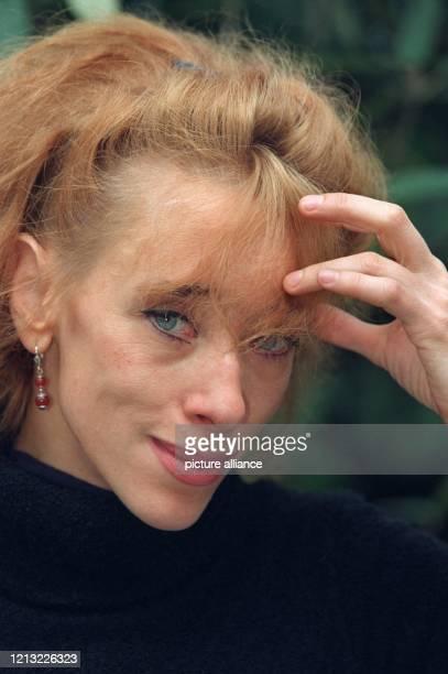 Die deutsche Schriftstellerin Sybille Berg, aufgenommem am 12.3.1998 in Hamburg. Die in Weimar geborene 35jährige Autorin, die vor allem durch ihre...