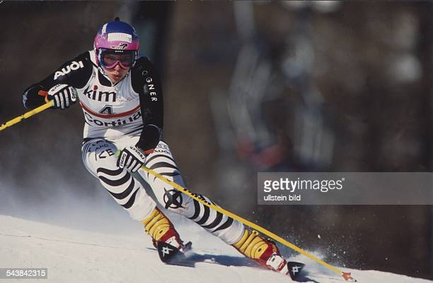 Die deutsche Skiläuferin Katja Seizinger bei einem Rennen in Cortina d'Ampezzo Aufgenommen um 1996