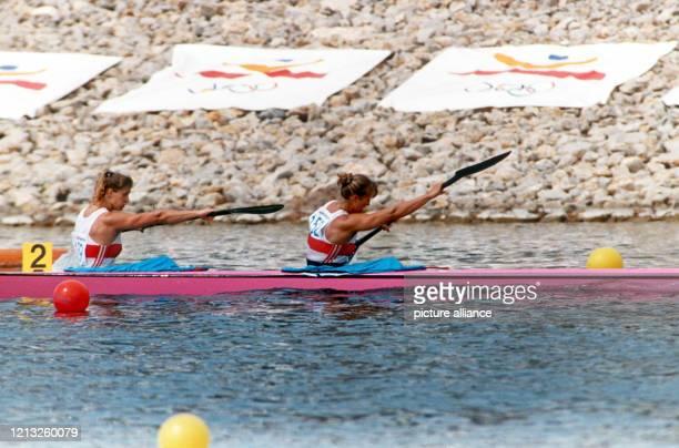 Die deutschen Rennkanutinnen Ramona Portwich und Anke von Seck sind am in Castelldefels bei Barcelona ihr Olympiagold im ZweierKajak Mit dem Vierer...