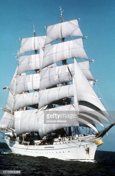 Die DreimastBark Gorch Fock Segelschulschiff der Bundesmarine unter vollen Segeln in der Eckernförder Bucht in der Ostsee