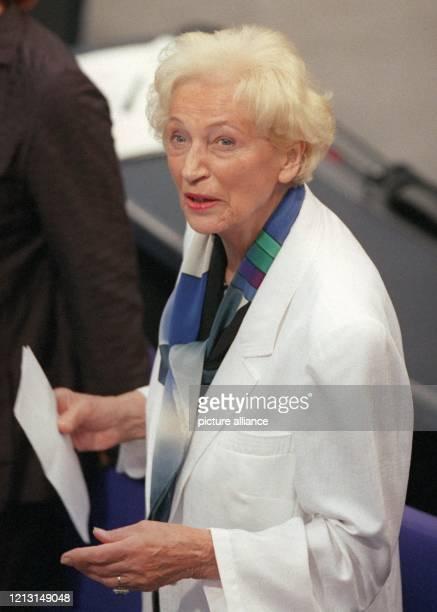 Die ehemalige Bundestagspräsidentin Annemarie Renger, die 1972 als erste Frau in der Geschichte der Bundesrepublik in das höchste Parlamentsamt...