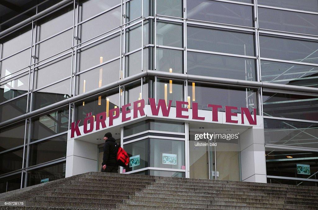 Die Eroeffnung ist fuer den vorgesehen.Der Rechtsstreit um den Standort ist beendet, die Ausstellungwird wie vorgesehen eroeffnet.