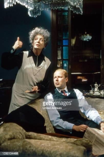 Die Erzählung der Magd Zerline; Fernsehfilm; Deutschland 1991; Regie; Margit Saad; Darsteller: Christa Berndl.