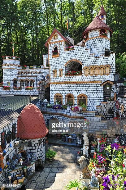 Die Familie Schönewolf aus Dudweiler hat in ihrem Garten eine 15 Meter hohe Ritterburg errichtet