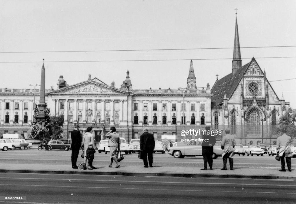 Die Fast Unbeschadigte Fassade Der Universitat Leipzig Von 1953 Bis News Photo Getty Images
