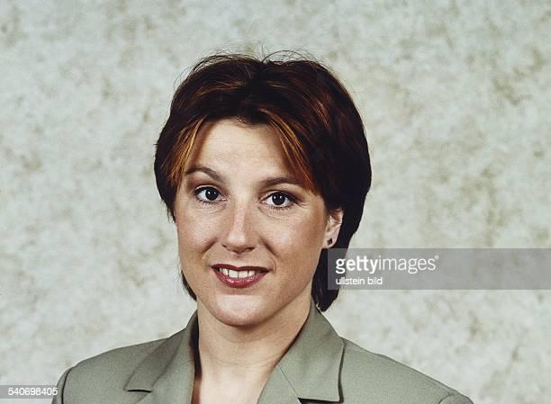 Die Fernsehmoderatorin Katrin Prüfig präsentiert das ARDWirtschaftsmagazin 'plusminus' Aufgenommen November 1999