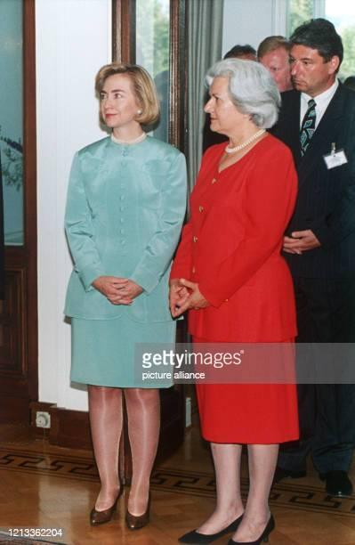 Die First Lady der USA Hillary Clinton und die Frau des Bundespräsidenten Christiane Herzog am am Rande des Treffens von Bundespräsident Herzog mit...