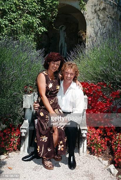 Die Flippers Bernd Hengst mit EhefrauEdith ZDFShow Das Leben ist eineWündertüte Nizza/Frankreich Urlaub