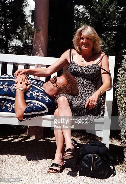 Die Flippers Manfred Durban mit EhefrauHelene ZDFShow Das Leben ist eineWundertüte Nizza/Frankreich Urlaub