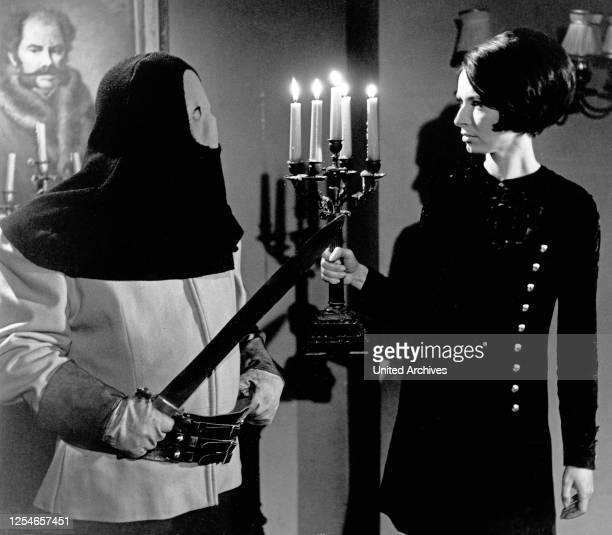 """Die Folge """"Gespenster"""" aus der ZDF Abenteuerserie """"Percy Stuart"""", Deutschland 1969, Regie: Ernst Hofbauer, Darsteller: Helga Häussermann."""
