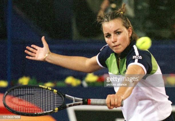 Die Französin AnneGaelle Sidot verliert am in Hannover beim WTATurnier ihr Match mit 61 und 63 gegen Stefanie Graf