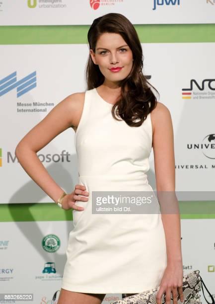 Die frischgebackenen 'GNTM'Gewinnerin Vanessa Fuchs meistert ihren ersten offiziellen Auftritt im Velodrom Berlin am bei den GreenTec Awards 2015...