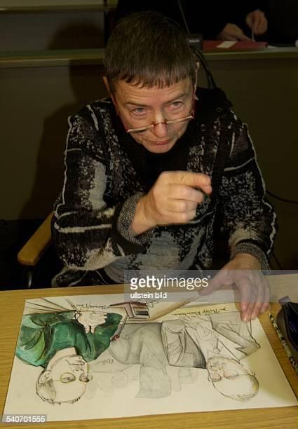 Die Gerichtszeichnerin Christine Böer fertigt während des ReemtsmaProzesses am 1912001 von Entführer Thomas Drach eine Zeichnung an