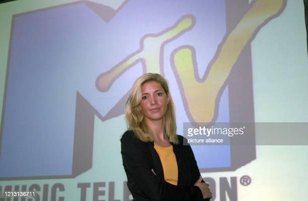 Die Geschäftsführerin des Musiksenders MTV, Christiane zu Salm, aufgenommen am 12.7.2000 in München vor einer Videoleinwand mit dem Logo des...