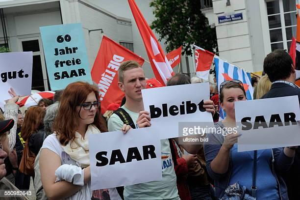 Die Gewerkschaften demonstrieren in Saarbrücken zum Tag der Arbeit und zählen nach Polizeiangaben 2500 Teilnehmer Mit dabei junge Gewerkschafter die...