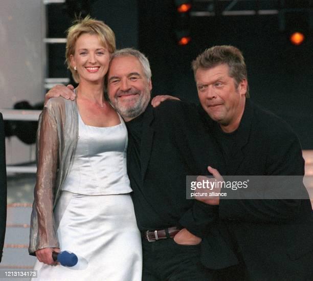 """Die Gewinner des diesjährigen Grand Prix d'Eurovision de la Chanson, die Olsen Brothers aus Dänemark, treten am 27.5.2000 bei der ARD- Gala """"Musik..."""