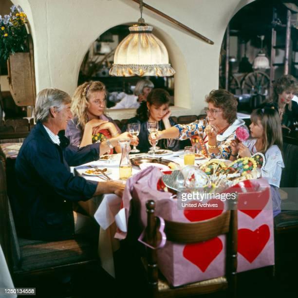 Die glückliche Familie, Familienserie, Deutschland 1987 - 1991, Darsteller: Siegfried Rauch, Maria Furtwängler, Julia Heinemann, Maria Schell,...