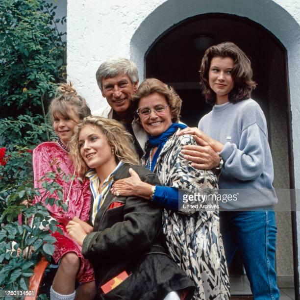 Die glückliche Familie, Familienserie, Deutschland 1987 - 1991, Darsteller: Susanna Wellenbrink, Maria Furtwängler, Siegfried Rauch, Maria Schell,...
