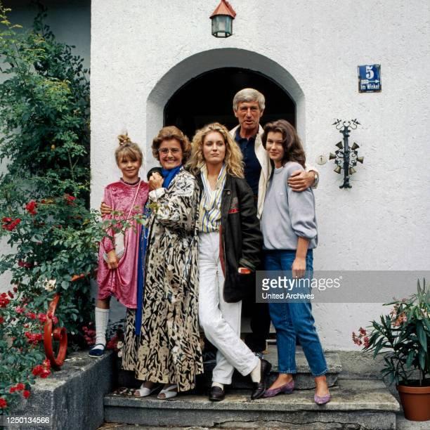 Die glückliche Familie, Familienserie, Deutschland 1987 - 1991, Darsteller: Susanna Wellenbrink, Maria Schell, Maria Furtwängler, Siegfried Rauch,...