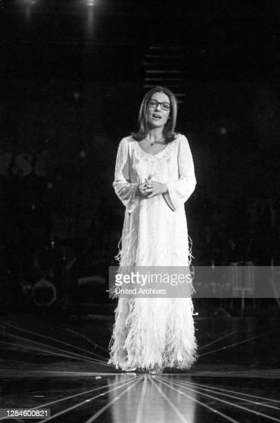 Die griechische Sängerin Nana Mouskouri in der ZDF Musiksendung Starparade am 20 Dezember 1979.