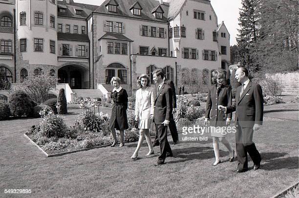 Die großherzogliche Familie von Luxemburg fotografiert am 14 April 1994 Im Bild Links Großherzogin JosephineCharlotte von Luxemburg rechts daneben...