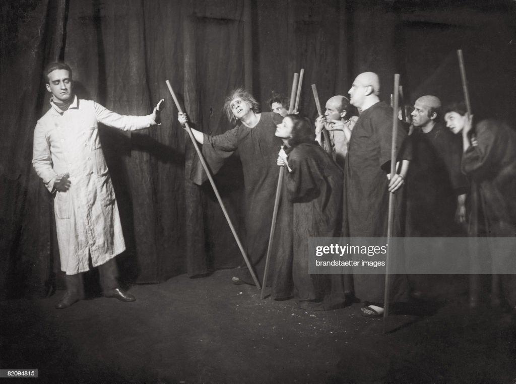 Die Irren (The Maniacs) by Ulrich Steindorff, Die Tribuene, Berlin, Photograph by Zander & Labisch, 1919 : Nachrichtenfoto
