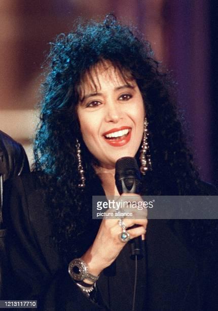Die israelische Sängerin Ofra Haza ist offenbar lebensgefährlich an einer Grippe erkrankt. Sie war am 12. Oder 13.2.2000 in ein Krankenhaus bei Tel...