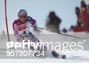 Die Italienerin Deborah Compagnoni umfährt am im RiesenslalomWettbewerb bei der alpinen SkiWeltmeisterschaft im italienischen Sestriere ein Tor