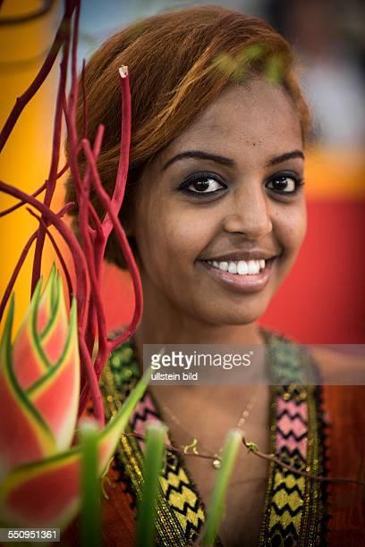 Die ITB Berlin 2014 die Welt zu Gast in Berlin Menschen vieler Nationalitäten heller und dunkler Hautfarbe zeigen sich von ihrer schönsten Seite...