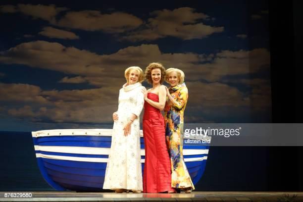 Die Kessler Zwillinge Ellen und Alice vl aufgenommen bei Proben zum Musical Ich war noch niemals in New York im Theater des Westens in Berlin In der...