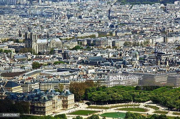 Die Kirche Notre Dame in Paris und Palais Luxemburg Frankreich Vom Hochhaus Montparnasse aus gesehen