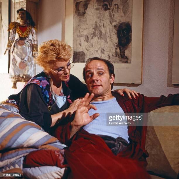 """Die Krimistunde, Fernsehserie, Deutschland 1982 - 1988, Episode: """"Kein Wort mehr"""", Darsteller: Anita Kupsch, Nikolaus Paryla."""