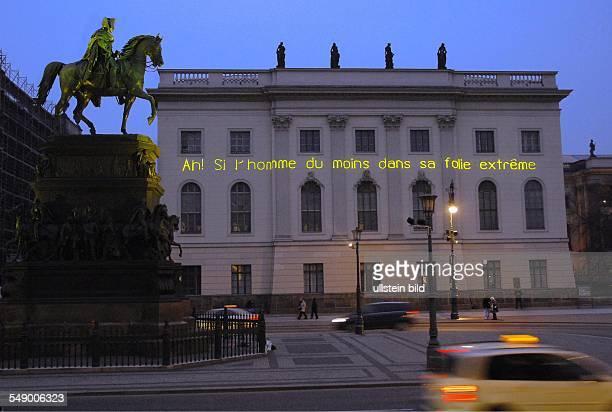 Die lange Nacht der Museen im Zeichen des 300jaehrigen Jubilaeums von Friedrich dem Großen Denkmal Friedrich II Unter den Linden Schriftzug am...