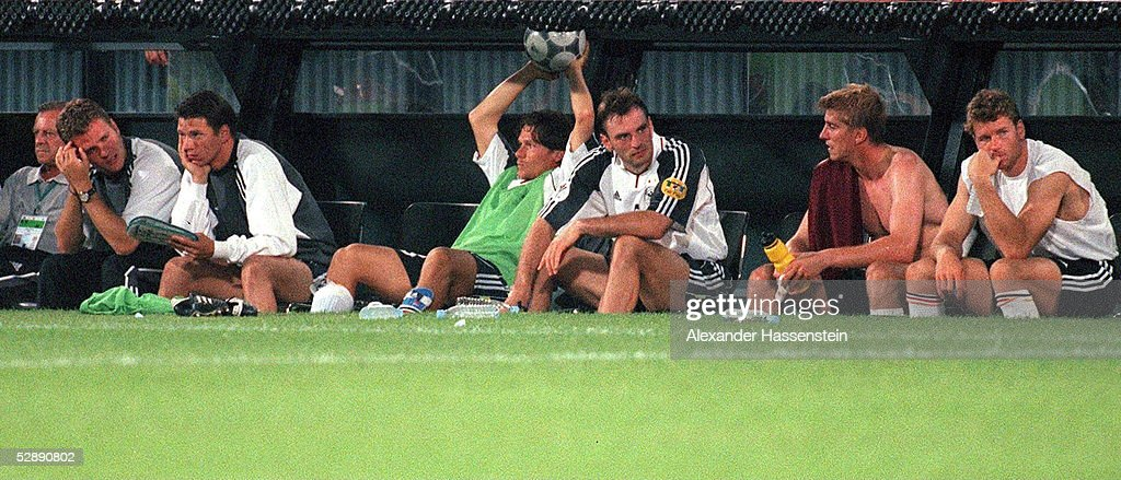 EURO 2000: PORTUGAL - DEUTSCHLAND 3:0 : News Photo
