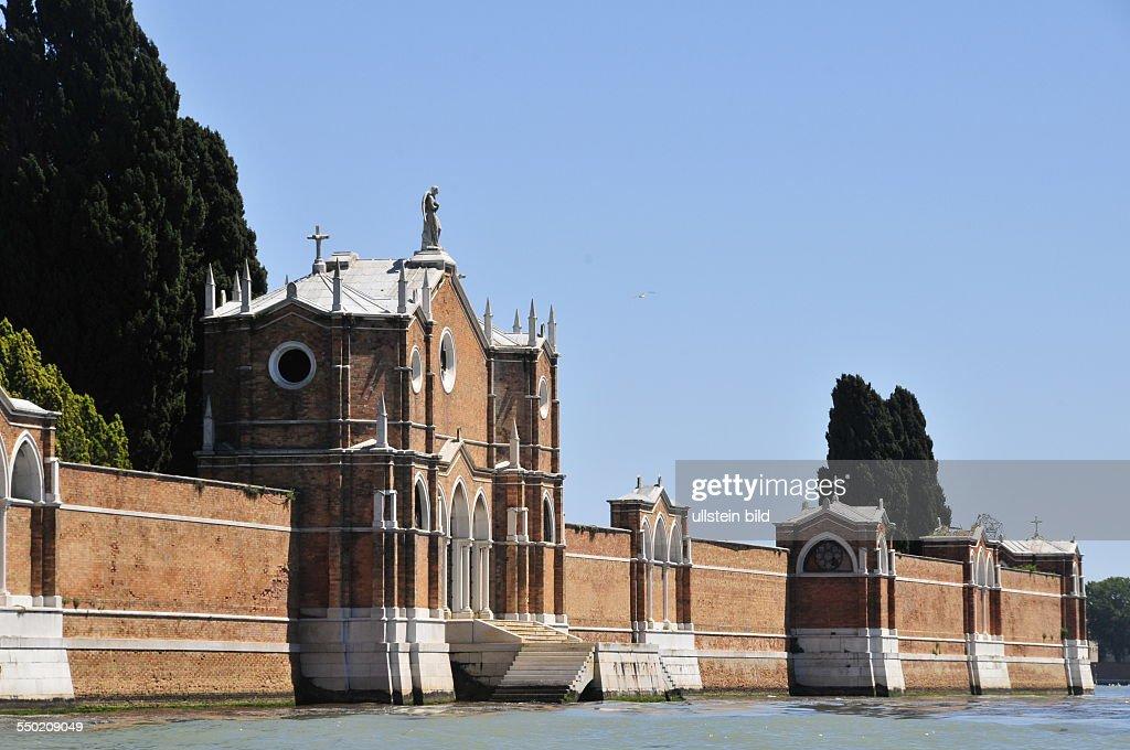 Mauer der Friedhofsinsel in Venedig : News Photo