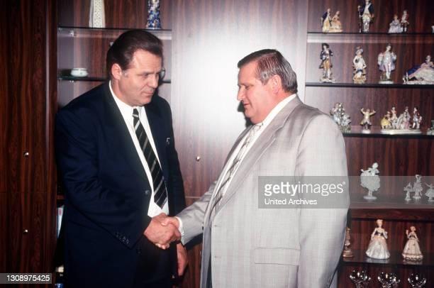 Die Männerfreundschaft zwischen Franz-Josef Strauß und Alexander Schalck-Golodkowski gehört zu den schillernsten Phänomenen der Ost-West-Beziehungen....