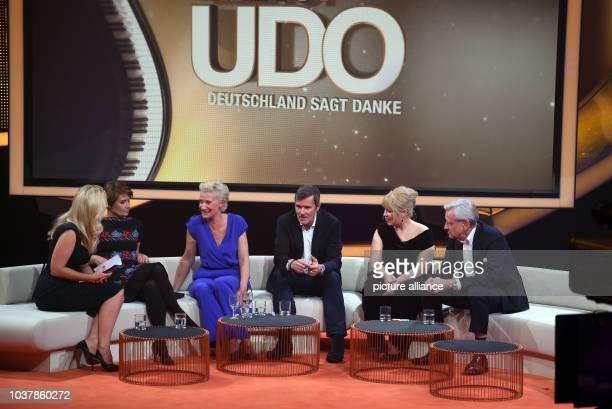 Die Moderatorin Barbara Schöneberger , die Kinder des verstorbenen Sängers Udo Jürgen Jenny,Sonja und John, die Sängerin Maite Kelly und der...