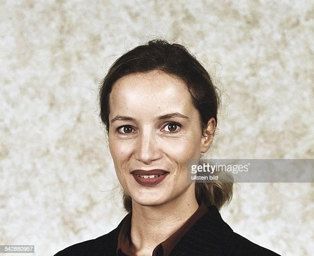 Die Moderatorin des ARDWirtschaftsMagazins 'Plusminus' Birgit Keller Aufgenommen November 1999