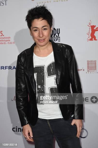 Die Moderatorin Dunja Hayali nimmt am in Berlin während der 65 Internationalen Filmfestspiele an der Verleihung des 'Teddy Award' teil Der Teddy...