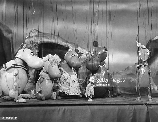 Die Muminfamilie aus der 'AugsburgerPuppenkiste' entworfen von der Tochter desGründers Hannelore Oehmichen vl Mumin das SnorkmädchenMuminmutter...