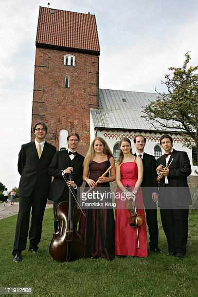 Die Musiker Vor Dem Sommerkonzert In Der St Severin Kirche In Keitum Auf Sylt Zugunsten Der Deutschen Stiftung Musikleben Am 300704