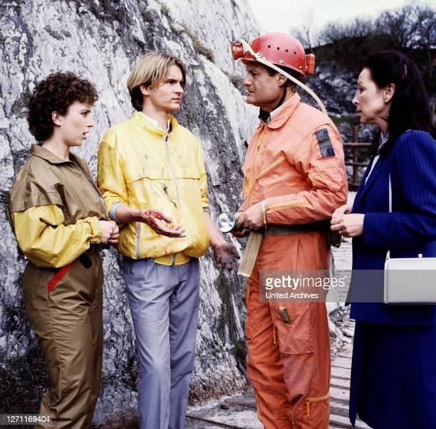 Die Mutprobe BRD 1985 / Alfred Vohrer Während einer Fahrradtour wollen Gundi, Bertram und Hannes eine HÜhle erkunden. Doch die Mutprobe der beiden...